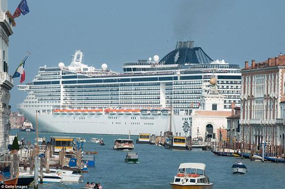 کشتی تفریحی در ونیز